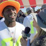 Laura Okmin talks with Antonio Brown at Pro Bowl practice.