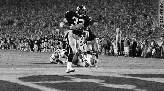 Pittsburgh Steelers running back Franco Harris carries the ball into the end zone for a touchdown in the fourth quarter of Super Bowl VIII with the Dallas Cowboys in Miami, Jan. 21, 1979.  (AP Photo)