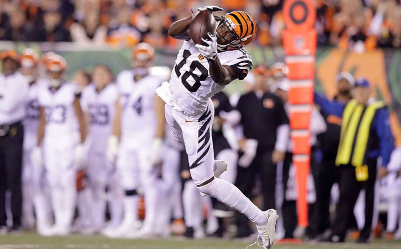 CINCINNATI, OH - SEPTEMBER 29:  A.J. Green #18 of the Cincinnati Bengals catches a pass during the second quarter of the game against the Miami Dolphins at Paul Brown Stadium on September 29, 2016 in Cincinnati, Ohio. (Photo by Andy Lyons/Getty Images)