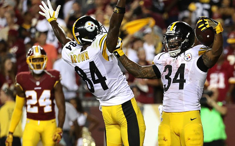 LANDOVER, MD - SEPTEMBER 12: Running back DeAngelo Williams #34 of the Pittsburgh Steelers celebrates with teammate wide receiver Antonio Brown #84 after scoring a fourth quarter touchdown against the Washington Redskins at FedExField on September 12, 2016 in Landover, Maryland.  (Photo by Rob Carr/Getty Images)
