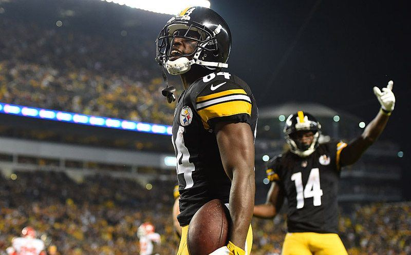 PITTSBURGH, PA - OCTOBER 02: Antonio Brown #84 of the Pittsburgh Steelers celebrates after a 4 yard touchdown reception in the first quarter during the game against the Kansas City Chiefs at Heinz Field on October 2, 2016 in Pittsburgh, Pennsylvania. (Photo by Joe Sargent/Getty Images)