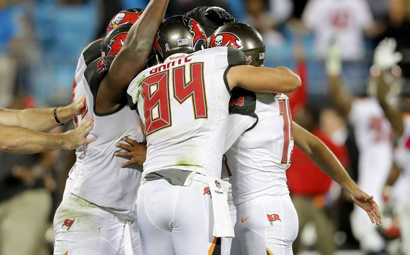CHARLOTTE, NC - OCTOBER 10: The Tampa Bay Buccaneers congratulate kicker Roberto Aguayo #19 after his game winning field goal against the Carolina Panthers to win 17-14 at Bank of America Stadium on October 10, 2016 in Charlotte, North Carolina.  (Photo by Streeter Lecka/Getty Images)