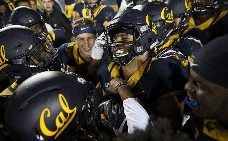 BERKELEY, CA - OCTOBER 21:  Jordan Kunaszyk #59 of the California Golden Bears celebrates with teammates after he intercepted the ball in overtime to beat the Oregon Ducks at California Memorial Stadium on October 21, 2016 in Berkeley, California.  (Photo by Ezra Shaw/Getty Images)