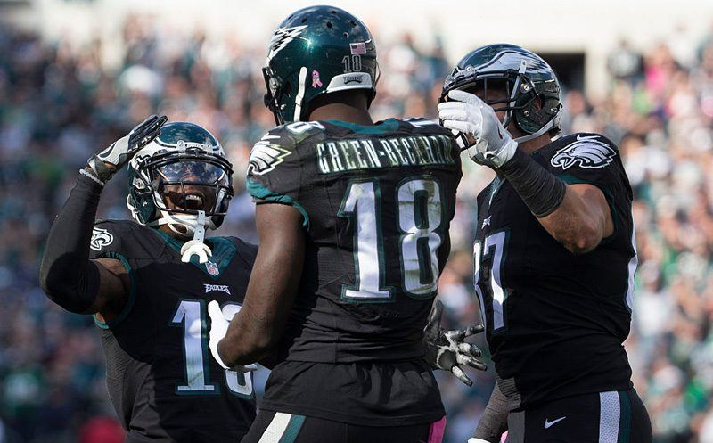 PHILADELPHIA, PA - OCTOBER 23: Josh Huff #13, Dorial Green-Beckham #18, and Brent Celek #87 of the Philadelphia Eagles celebrate after a touchdown by Green-Beckham in the third quarter against the Minnesota Vikings at Lincoln Financial Field on October 23, 2016 in Philadelphia, Pennsylvania. The Eagles defeated the Vikings 21-10. (Photo by Mitchell Leff/Getty Images)