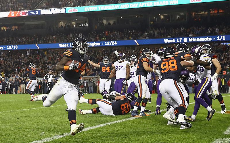 CHICAGO, IL - OCTOBER 31:  Jordan Howard #24 of the Chicago Bears rushes for a touchdown during the second quarter against the Minnesota Vikings at Soldier Field on October 31, 2016 in Chicago, Illinois.  (Photo by Elsa/Getty Images)