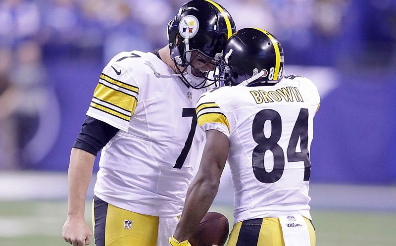 INDIANAPOLIS, IN - NOVEMBER 24:  Ben Roethlisberger #7 of the Pittsburgh Steelers and Antonio Brown #84 of the Pittsburgh Steelers react after the pair connected for a touchdown in the second quarter of the game against the Indianapolis Colts at Lucas Oil Stadium on November 24, 2016 in Indianapolis, Indiana.  (Photo by Andy Lyons/Getty Images)