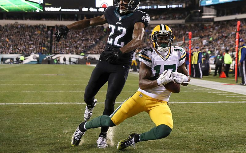 PHILADELPHIA, PA - NOVEMBER 28: Davante Adams #17 of the Green Bay Packers catches a touchdown pass against Nolan Carroll #22 of the Philadelphia Eagles in the second quarter at Lincoln Financial Field on November 28, 2016 in Philadelphia, Pennsylvania. (Photo by Elsa/Getty Images)