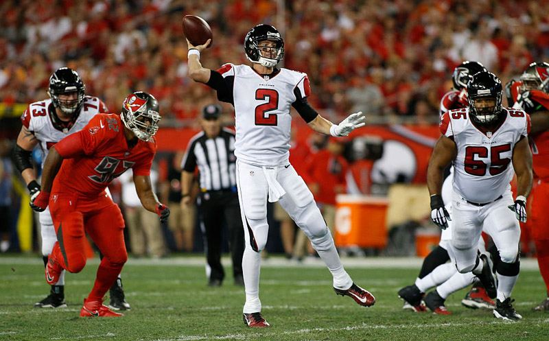 TAMPA, FL - NOVEMBER 3:  Quarterback Matt Ryan #2 of the Atlanta Falcons throws a 32-yard touchdown pass to tight end Levine Toilolo during the first quarter of an NFL game against the Tampa Bay Buccaneers on November 3, 2016 at Raymond James Stadium in Tampa, Florida. (Photo by Brian Blanco/Getty Images)