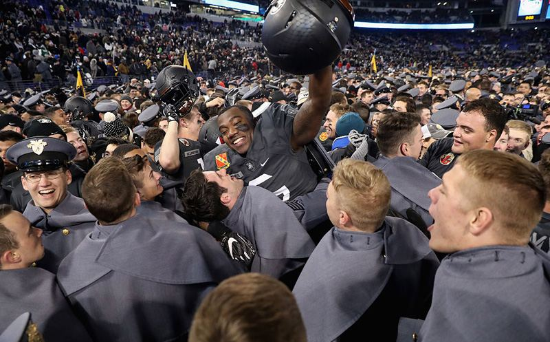 BALTIMORE, MD - DECEMBER 10:  Members of the Army Black Knights celebrate after defeating the Navy Midshipmen 21-17 at M&T Bank Stadium on December 10, 2016 in Baltimore, Maryland.  (Photo by Rob Carr/Getty Images)