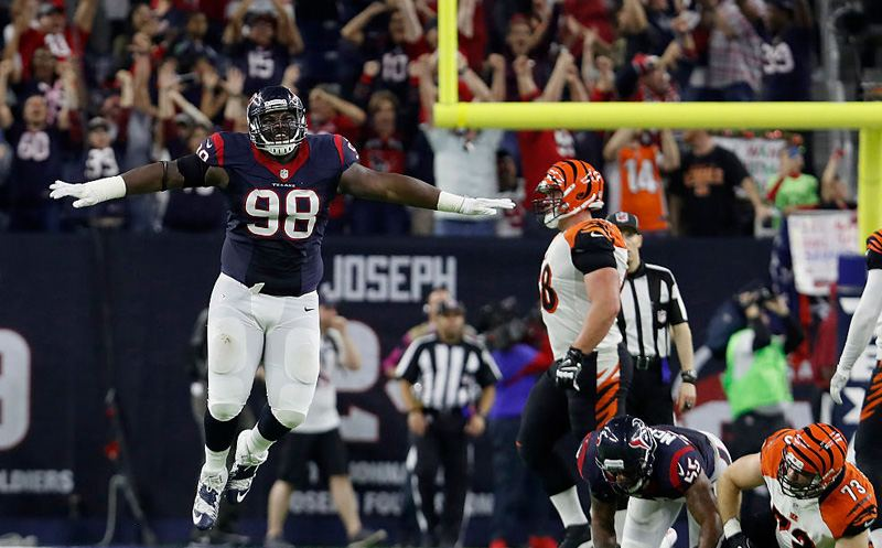 HOUSTON, TX - DECEMBER 24:  D.J. Reader #98 of the Houston Texans reacts after Randy Bullock #4 of the Cincinnati Bengals misses a 44 yard field goal in the fourth quarter at NRG Stadium on December 24, 2016 in Houston, Texas.  (Photo by Tim Warner/Getty Images)