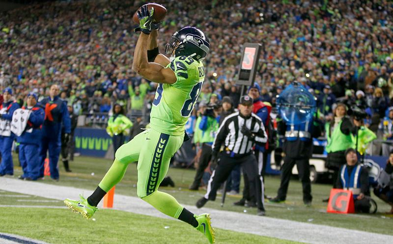 SEATTLE, WA - DECEMBER 15:  Wide receiver Doug Baldwin #89 of the Seattle Seahawks scores a touchdown catch against the Los Angeles Rams at CenturyLink Field on December 15, 2016 in Seattle, Washington.  (Photo by Otto Greule Jr/Getty Images)