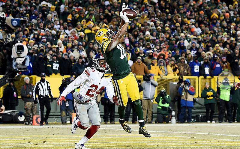 GREEN BAY, WI - JANUARY 08:  Randall Cobb #18 of the Green Bay Packers catches a touchdown pass against Eli Apple #24 of the New York Giants in the fourth quarter during the NFC Wild Card game at Lambeau Field on January 8, 2017 in Green Bay, Wisconsin.  (Photo by Stacy Revere/Getty Images)
